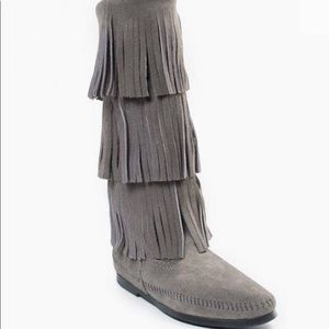 MINNETONKA- 3 Layer Fringe Boot, grey, size 9
